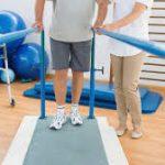 (sport) revalidatie kan met thuis oefeningen of in de fitness zaal.